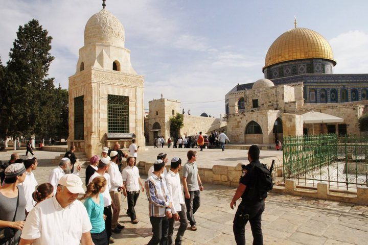 36 متطرفاً يقتحمون باحات المسجد الأقصى