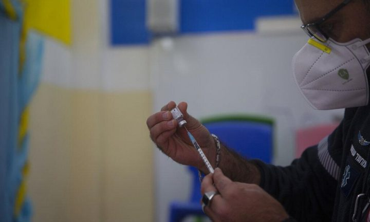 محطات فحوص وتطعيم ضد كورونا اليوم الجمعة