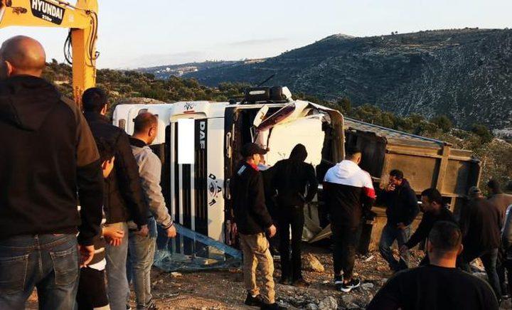 وفاة مواطن جراء انقلاب شاحنة قرب بيت لقيا غرب رام الله