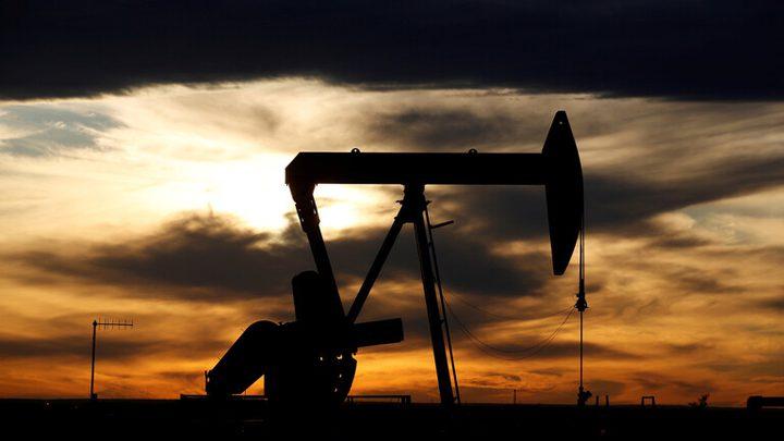 النفط يسجل المكاسب والخام الأمريكي يقفز بنحو دولارين