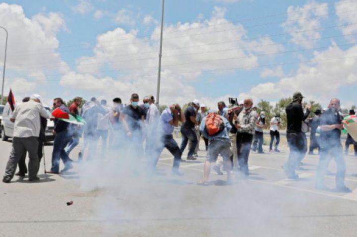 اصابات بالاختناق عقب قمع الاحتلال وقفة احتجاجية شرق يطا