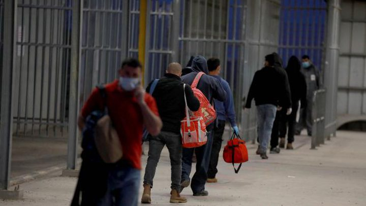 """دولة الاحتلال تبدأ بتطعيم العمال ضد """"كورونا"""""""