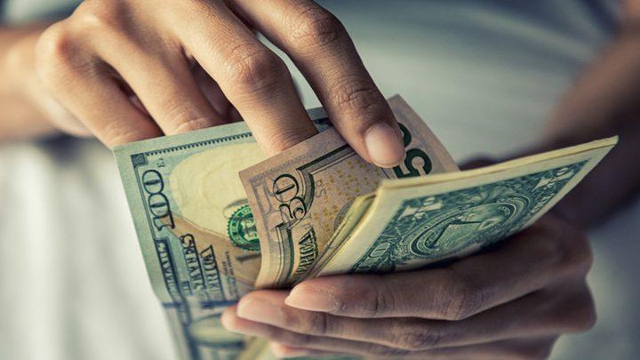 الدولار يرتفع مع تجدد مكاسب السندات الأمريكية