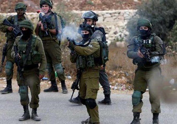 اصابات بالإختناق واعتقال 4 آخرين في رام الله