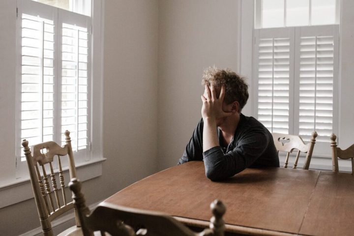 دراسة: كورونا يسبب مشاكل عقلية ونفسية