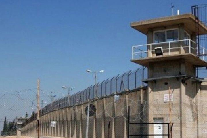 نادي الأسير:5 أسرى يدخلون أعواما جديدة  داخل سجون الاحتلال