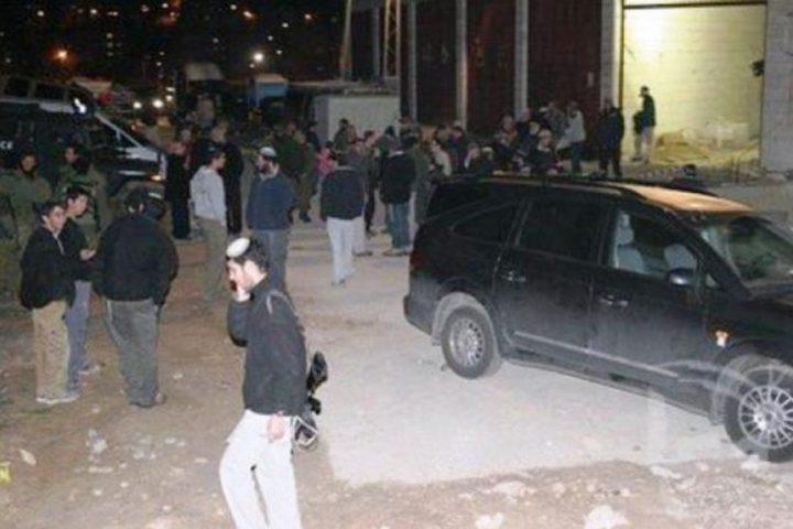 مستوطنون يهاجمون منازل المواطنين في قرية التوانة شرق يطا
