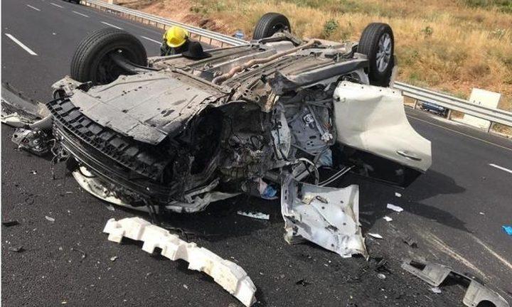 النقب: إصابة خطيرة لشاب في حادث سير ذاتي