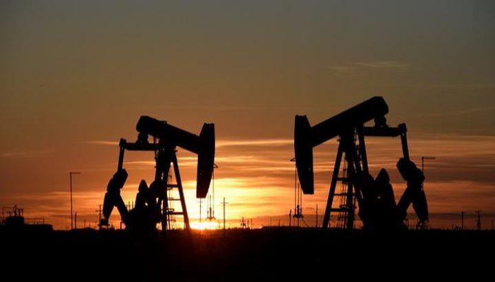 هبوط أسعار النفط بسبب أزمة لقاح أسترازينيكا