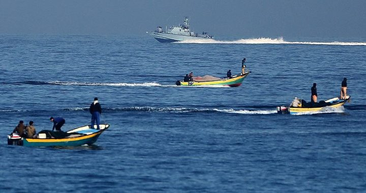 الاحتلال يستهدف أراضي المزارعين ورعاة الأغنام والصيادين في غزة