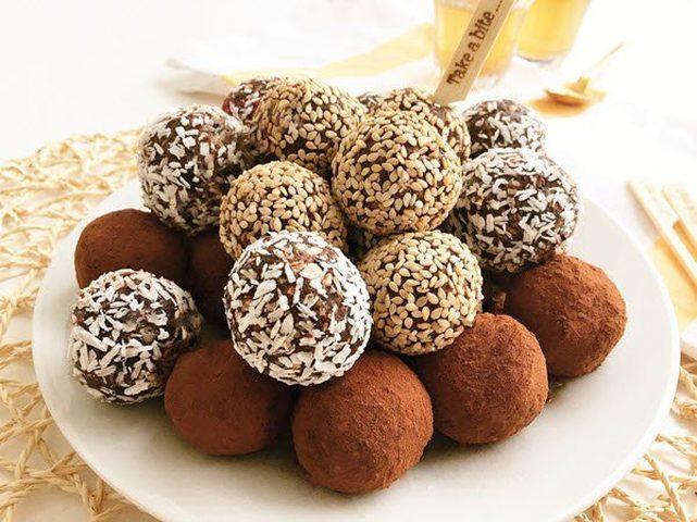 طريقة تحضير حلوى كرات التمر بمناسبة عيد الأم