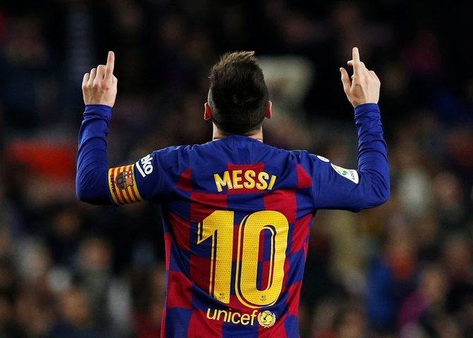 ميسي يتصدر قائمة أعلى لاعبي كرة القدم أجرا في العالم