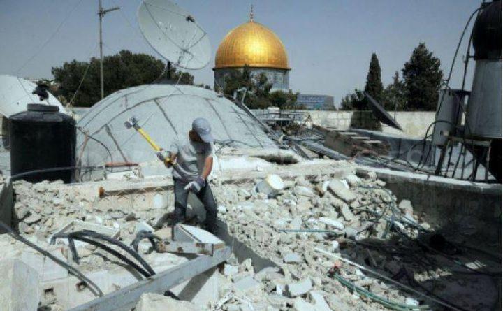 مقدسيان يهدمان منزليهما ذاتيا خشية غرامات الاحتلال