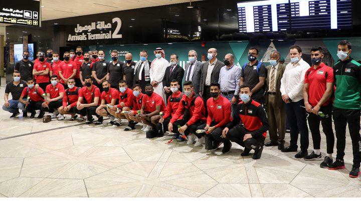 بعثة منتخب الوطني تصل السعودية استعدادا لملاقاة منتخبها