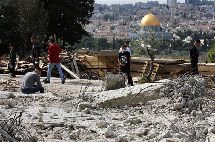 القدس: الاحتلال يهدم منزلا في مخيم شعفاط