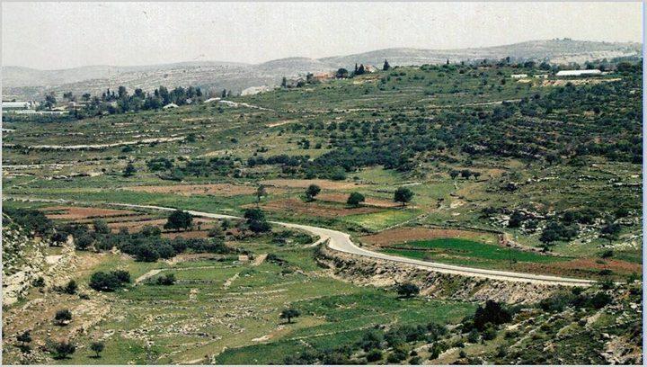 الاحتلال يوقف العمل بمشروع استصلاح أراضي في قرية دير نظام