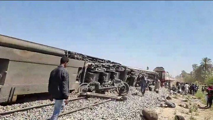 مصرع32 شخصا في حادث تصادم قطارين بمصر والرئيس يعزي