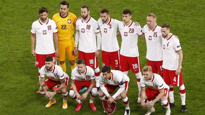 إصابة اثنين من لاعبي بولندا بفيروس كورونا قبيل مواجهة إنجلترا