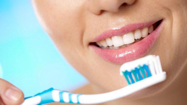دراسة طبية تحذر من عواقب التكاسل عن تنظيف الاسنان لمدة يوم كامل