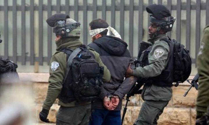 قوات الاحتلال تعتقل شابين من رام الله