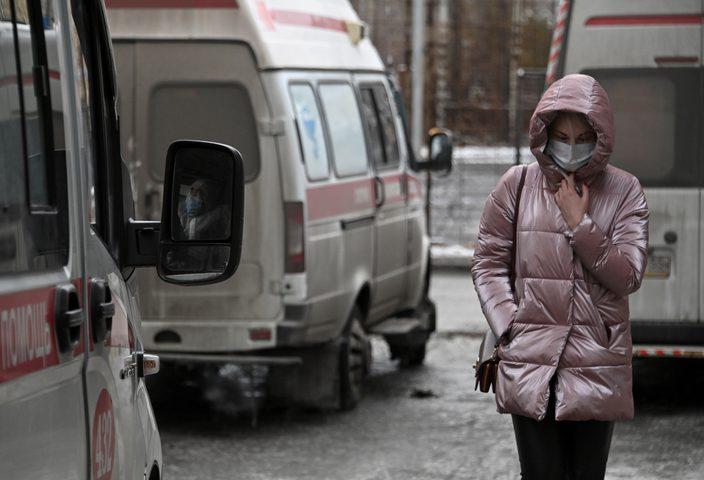 إصابات كورونا اليومية في روسيا فوق الـ9000 مجددا