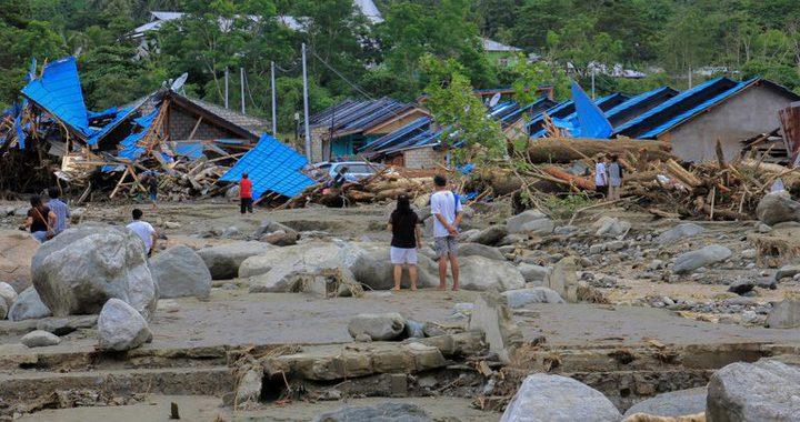 اندونيسيا: قتلى وجرحى جراء انهيارات طينية وفيضانات
