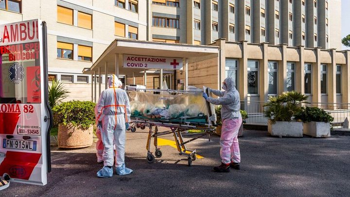تسجيل 18025 إصابة و326 وفاة جديدة بفيروس كورونا في إيطاليا