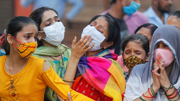 إصابات كورونا اليومية في الهند تتخطى 100 ألف