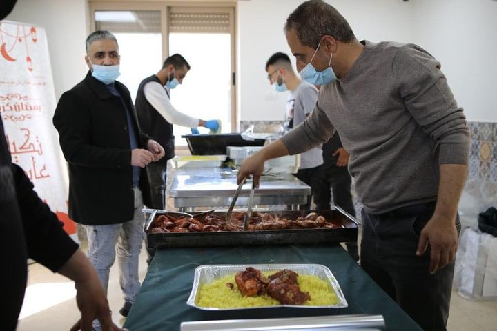 تكية عايدة تقدم 500 وجبة إفطار للأسر الميسورة