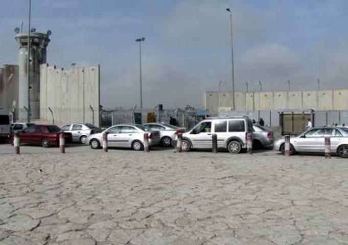 قوات الاحتلال تغلق حاجز قلنديا في كلا الاتجاهين