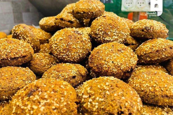 فلافل وحمص في أسواق القدس الرمضانية استعدادا للإفطار