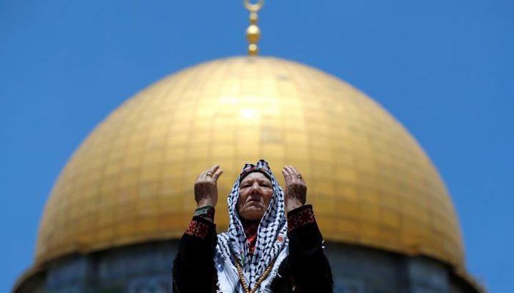الفلسطينيون يشدون الرحال للأقصى والاحتلال ييعيق وصولهم