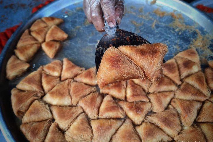 أشهى أصناف الحلويات التي تشهد إقبالا من الصائمين في سوق رفح