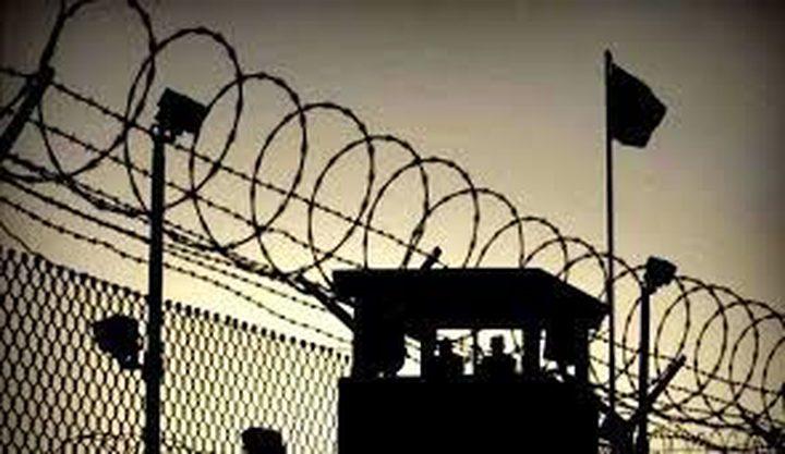 الاحتلال يحتجز الاسير المضرب عماد سواركة بظروف قاسية