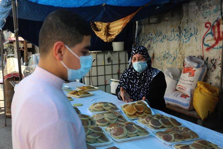 امرأة من غزة أمضت ثلث عمرها في إعداد القطايف وبيعها في رمضان