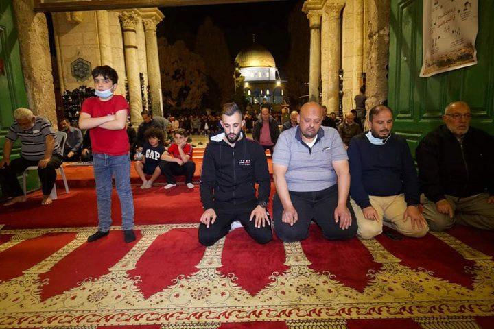 جانب من صلاتي العشاء والتراويح من المسجد الأقصى المبارك