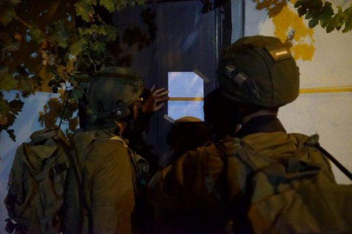 الاحتلال يخطر بهدم 13 منزلاً جنوب نابلس