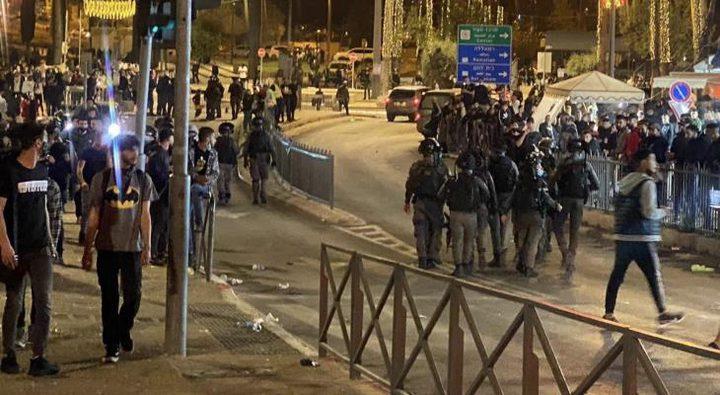"""قوات الاحتلال تقمع عشرات الشبان في """"باب العامود"""" بالقدس"""