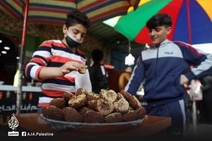 الفلافل والحمص من أشهر الأطباق التي تزين المائدة خلال رمضان