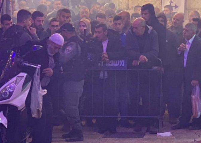 """الاحتلال يغلق باب """"حطة"""" ويمنع المصلين من أداء صلاة الفجر"""