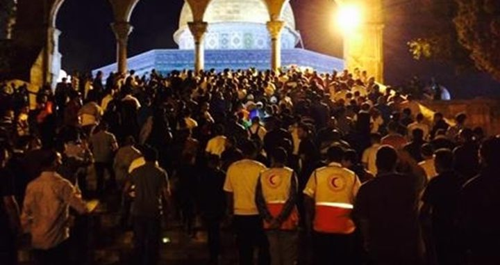 مسيرة حاشدة في باحات الأقصى تنديدا بجرائم الاحتلال