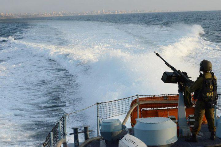 بحرية الاحتلال تستهدف مراكب الصيادين قبالة بحر غزة