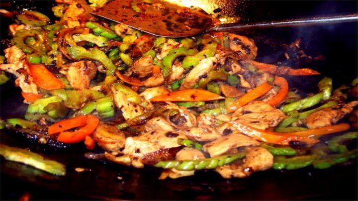 شاورما الدجاج بالخضروات