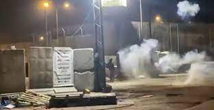اندلاع مواجهات مع قوات الاحتلال قرب حاجز قلنديا