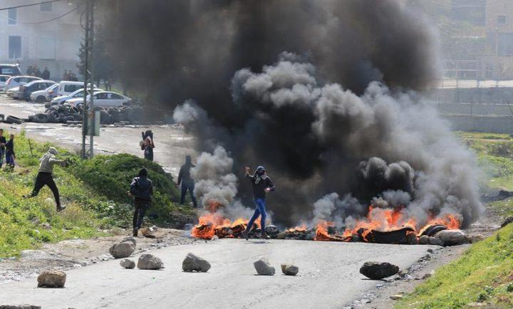 إصابة العشرات بالاختناق خلال مواجهات مع الاحتلال في مخيم الفوار
