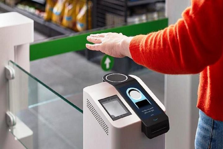 أمازون تعتمد نظام الدفع باستخدام راحة اليد