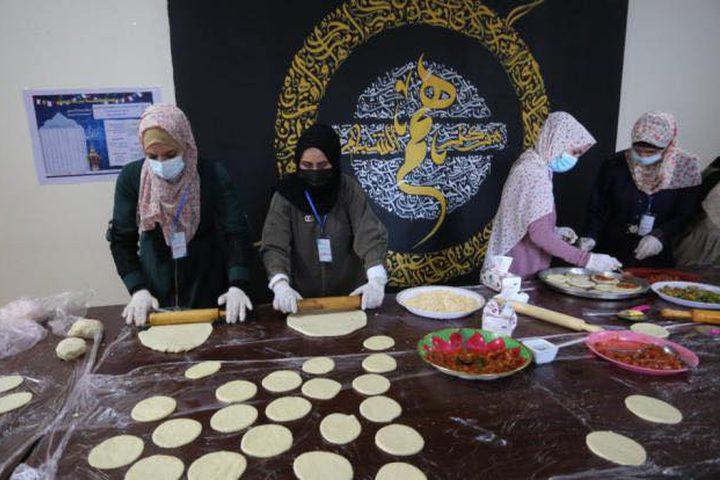 شابات من غزة يبادرن بحملة خيرية لمساعدة العوائل الفقيرة.