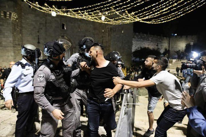الاحتلال يعتقل شابا من بلدة العيسوية بالقدس المحتلة
