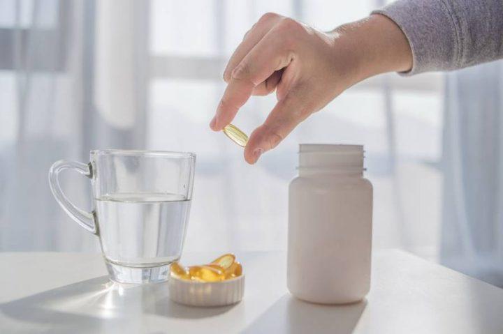 هل الإفراط في استهلاك الماء والفيتامينات ضار بالصحة؟