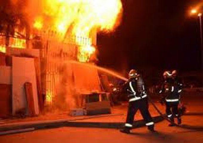 الدفاع المدني يسيطر على حريق مطعم في مخيم شعفاط